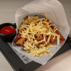 Гренки с сыром и острым томатным соусом